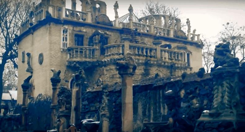 Старе місто — Луцьк, будинок із химерами