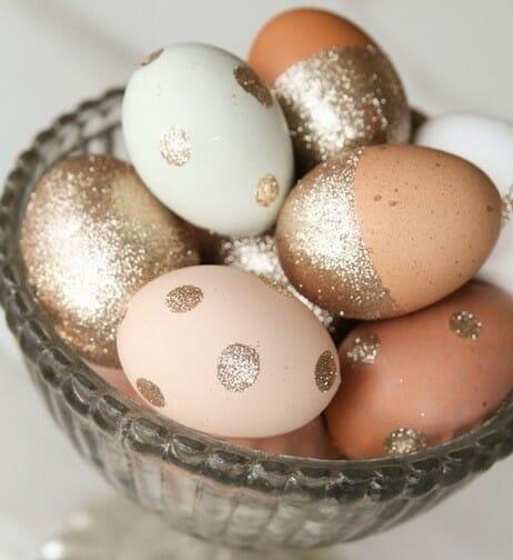 Як фарбувати яйця на Великдень: за допомогою блискіток і конфетті